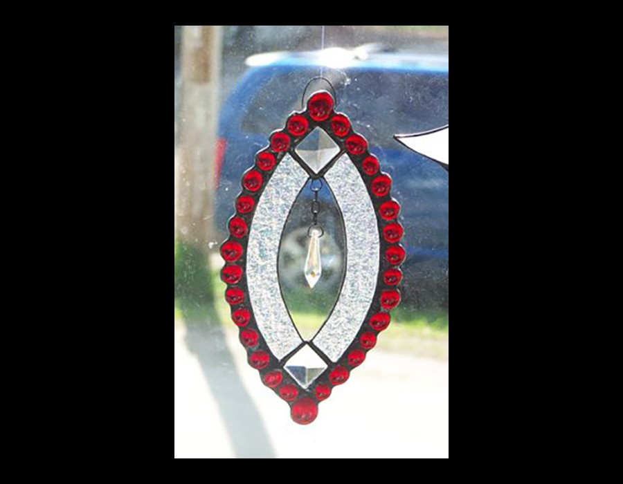 oval_red_crystal_blk_bg